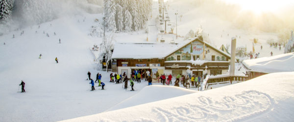 WinterSportArena_2016_Skiliftkarussell_Winterberg_Wintersport_Schrift_im_Schnee_Poppenberg_Moeppis_Huette_Winter